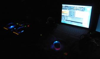 DJ待機中